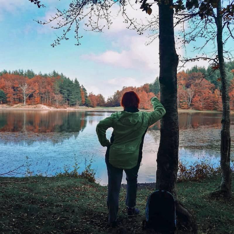 Becky al lago