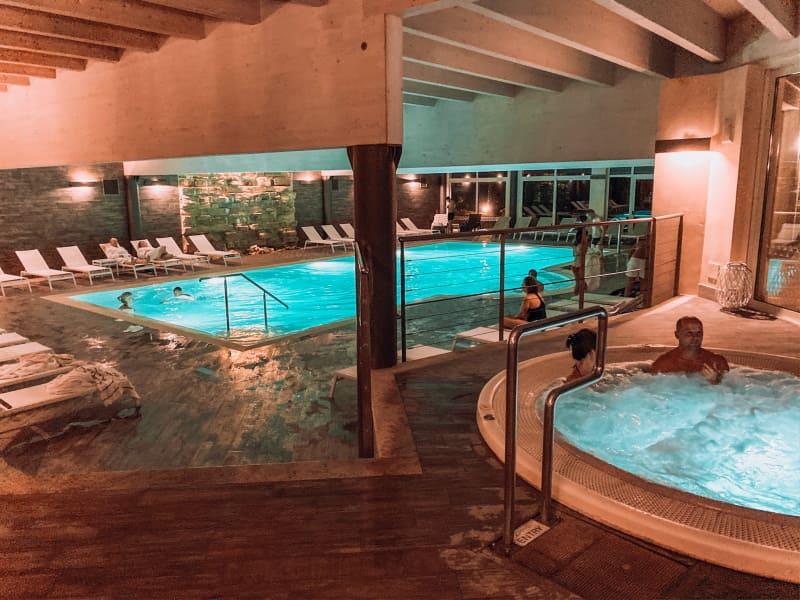 hotel con centro benessere: piscina interna