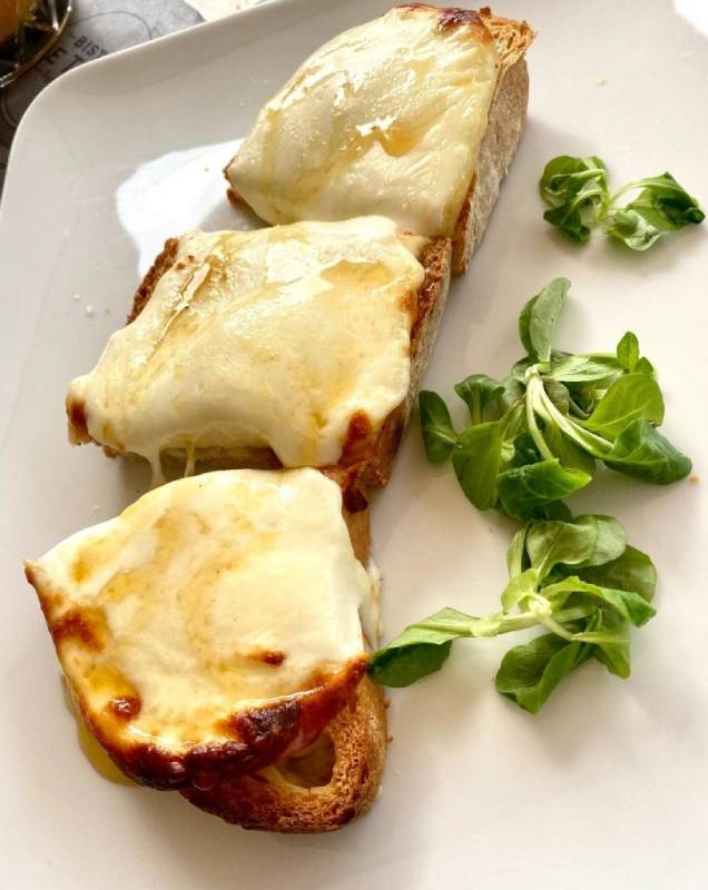 crostone con pecorino e tartufo