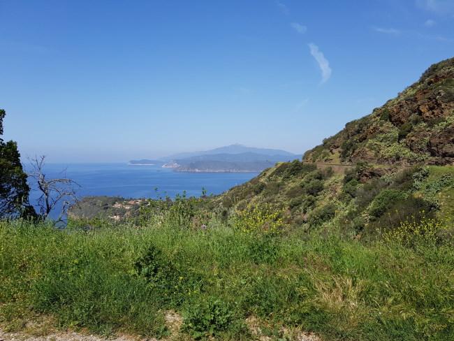 cose da fare all'Isola d'Elba: andare a vedere le miniere e questa è la strada per arrivarci