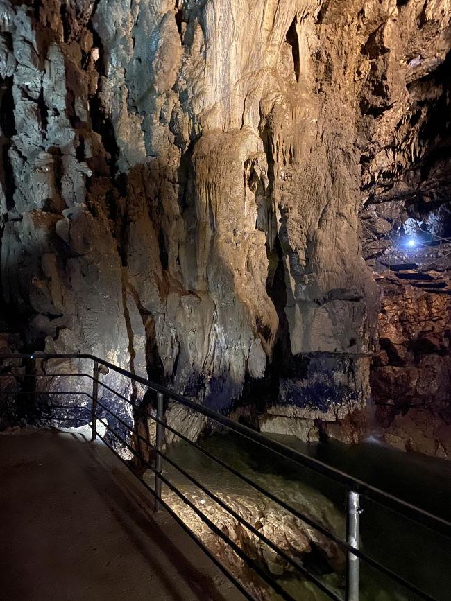 percorso all'interno della grotta di Stiffe
