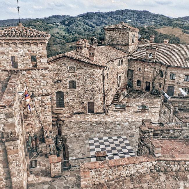 appennino reggiano: il borgo di Votigno di Canossa