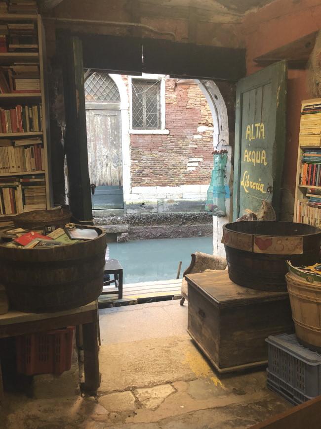 Venezia cosa vedere: Libreria Acqua Alta.