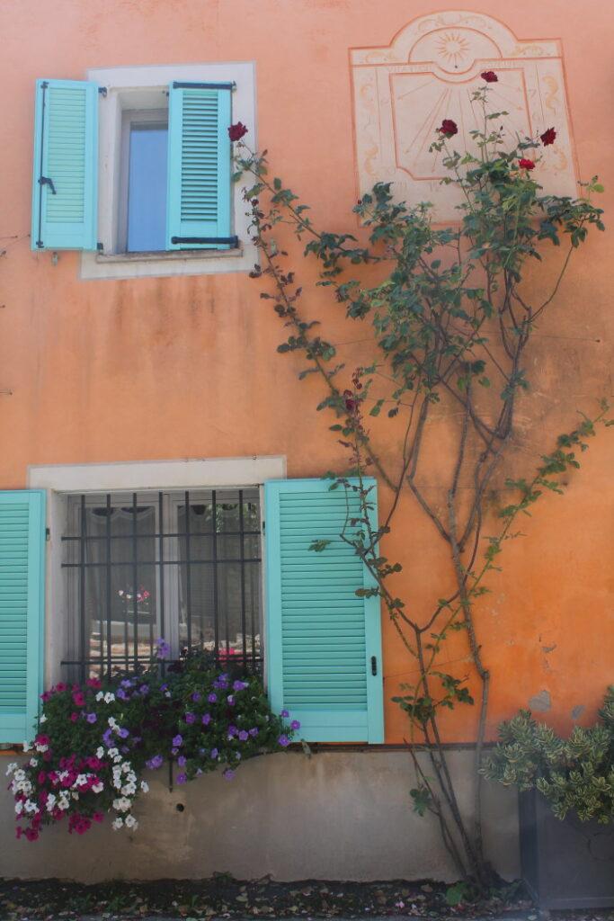 Cosa vedere nelle Langhe: Bossolasco, il paese delle Rose.
