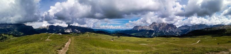 Vista panoramica al Pralongià, uno dei posti più belli del nostro viaggio sulle Dolomiti in camper