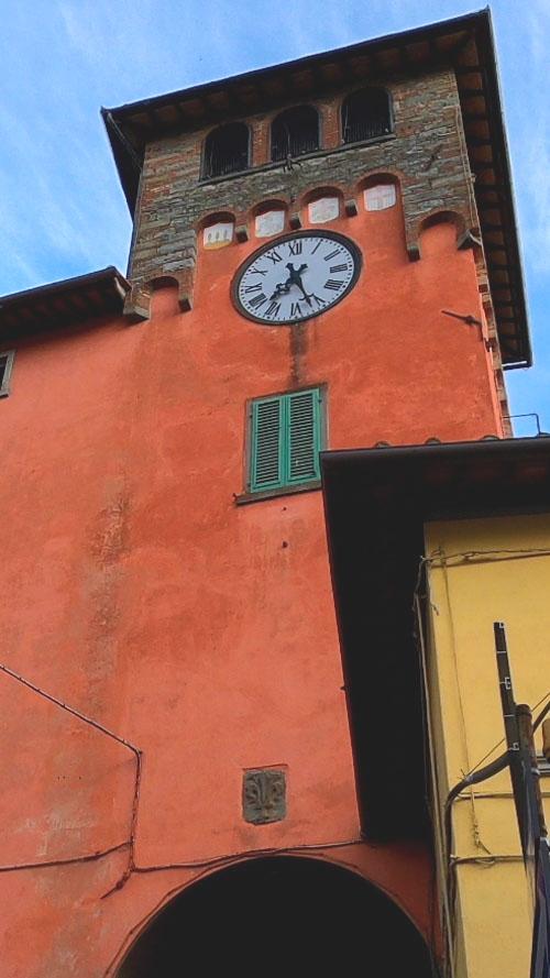 La torre di Porto dell'Orologio a Loro Ciuffenna