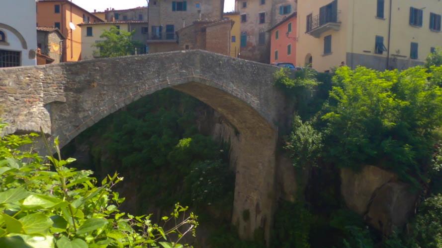 cosa vedere nei dintorni di Arezzo: il ponte di Loro Ciuffenna