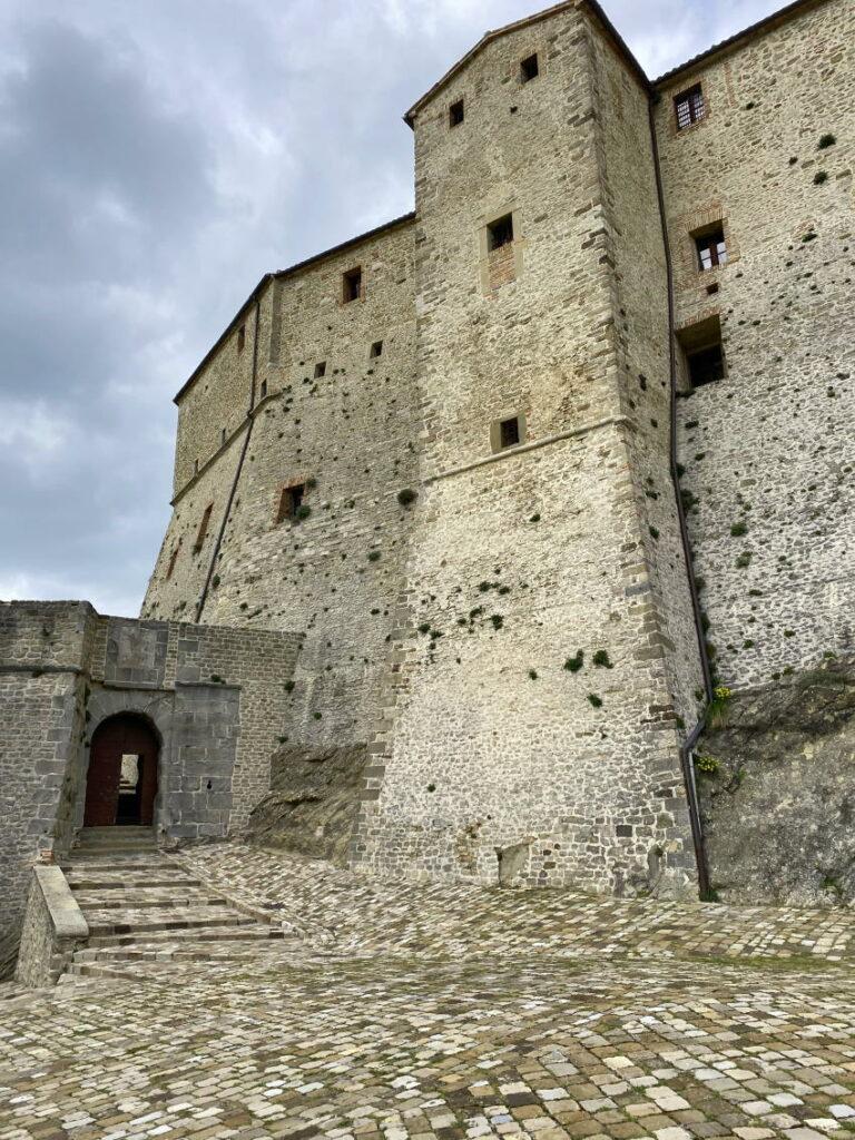 la maestosità del Forte di San Leo